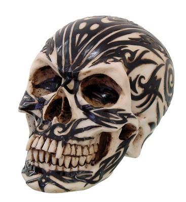 Maori-Schädel mit schwarzen Tattoos